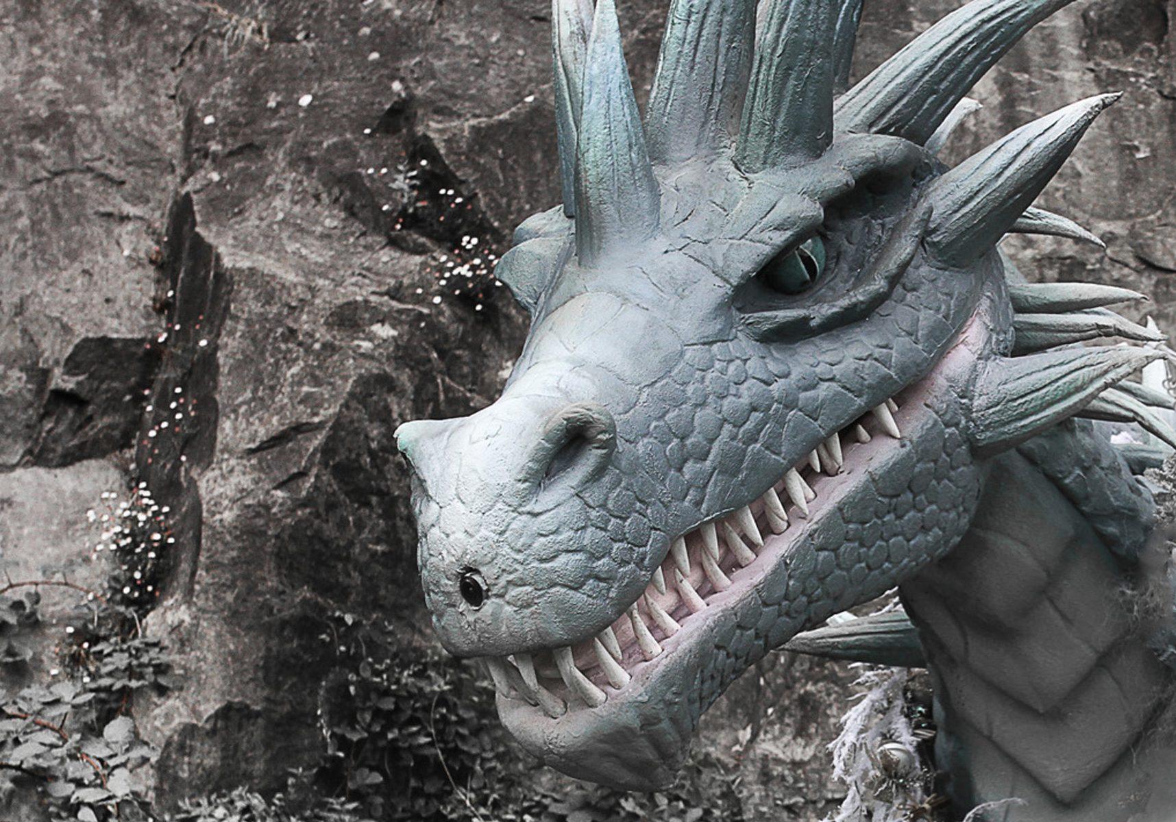 Hire dragon entertainment. Dragon performer for hire. Book a dragon. Hire a dragon.